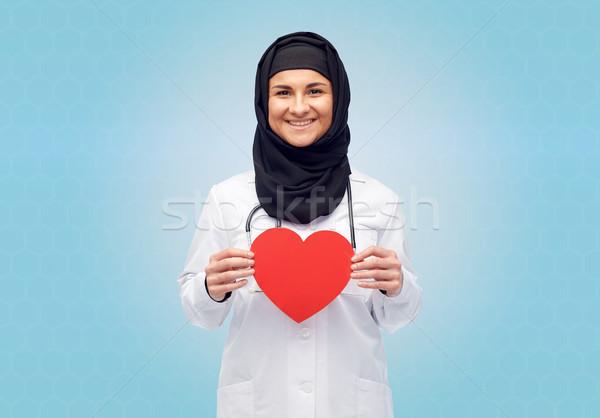 Muszlim női orvos hidzsáb tart piros Stock fotó © dolgachov
