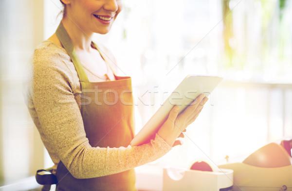 Közelkép nő táblagép virágüzlet emberek üzlet Stock fotó © dolgachov