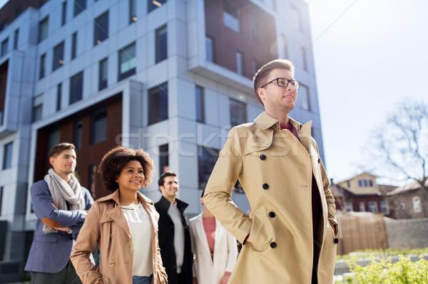 Międzynarodowych grupy ludzi ulicy miasta działalności edukacji korporacyjnych Zdjęcia stock © dolgachov