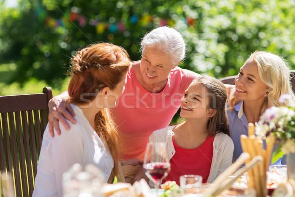 Glückliche Familie Abendessen Sommer Garten-Party Freizeit Feiertage Stock foto © dolgachov