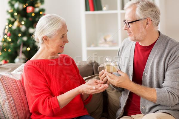 Stock fotó: Boldog · mosolyog · idős · pár · karácsony · ajándék · ünnepek