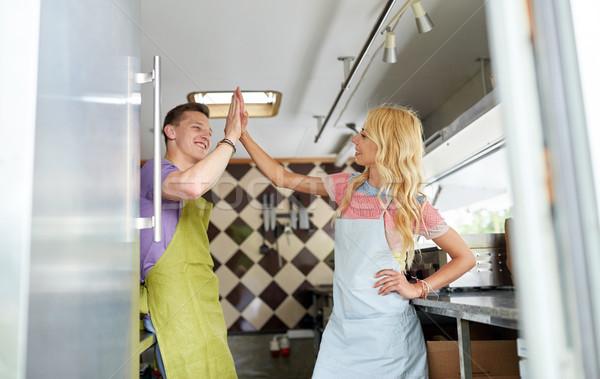 пару high five продовольствие грузовика улице Сток-фото © dolgachov