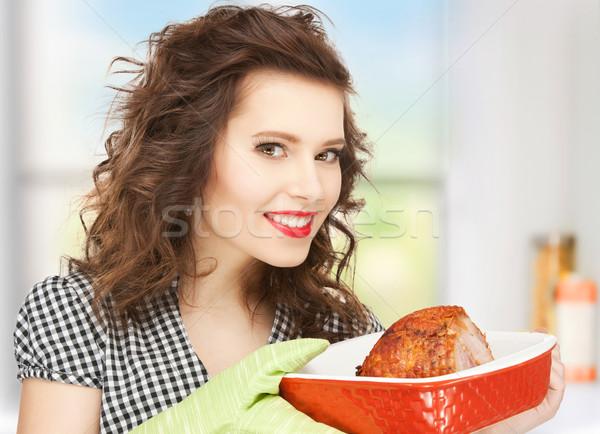 Háziasszony szervírozó tál hús kép tökéletes nő Stock fotó © dolgachov