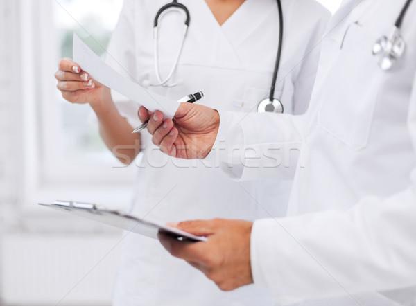 два врачи Дать рецепт здравоохранения медицинской Сток-фото © dolgachov
