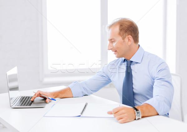 Mosolyog üzletember dolgozik iroda üzlet iskola Stock fotó © dolgachov