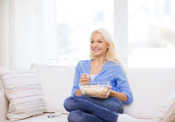Jovem pipoca pronto ver filme comida Foto stock © dolgachov