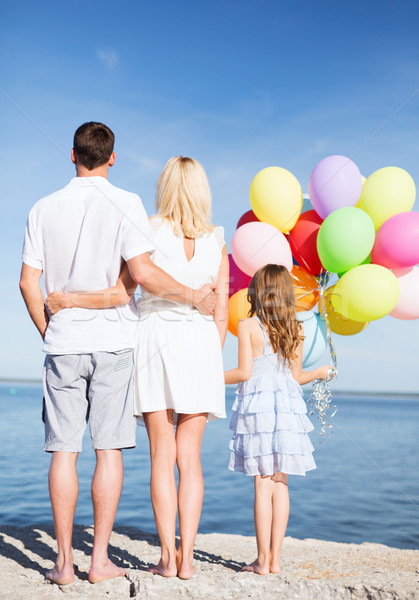 Família feliz beira-mar monte balões verão férias Foto stock © dolgachov