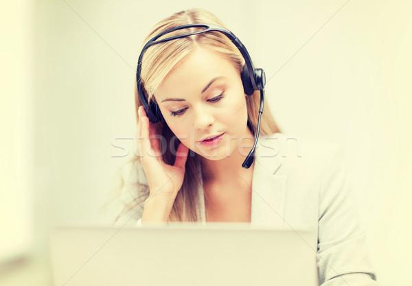 Femenino línea de ayuda operador portátil auriculares mujer Foto stock © dolgachov