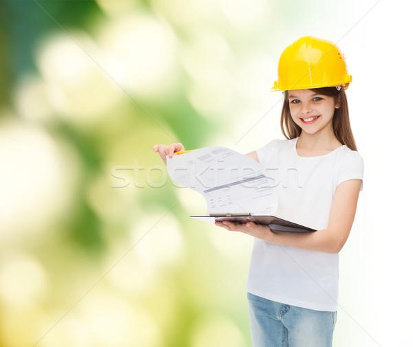 Mosolyog kislány munkavédelmi sisak vágólap gyermekkor építkezés Stock fotó © dolgachov