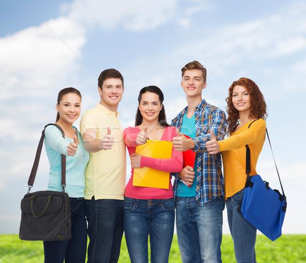 Groupe souriant adolescents amitié Photo stock © dolgachov
