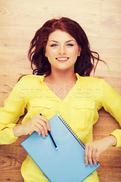 Sonriendo femenino estudiante libro de texto lápiz educación Foto stock © dolgachov