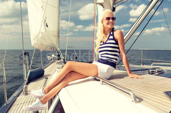 Mosolyog fiatal nő ül jacht fedélzet vakáció Stock fotó © dolgachov