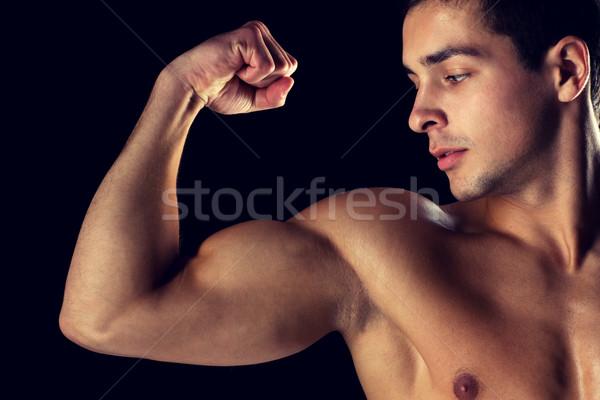 Stockfoto: Jonge · man · tonen · biceps · sport · bodybuilding