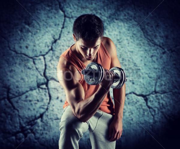 Joven bíceps deporte formación Foto stock © dolgachov