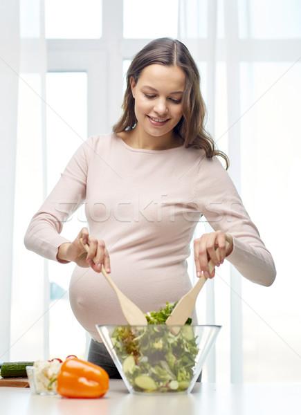 Heureux femme enceinte maison grossesse cuisson Photo stock © dolgachov