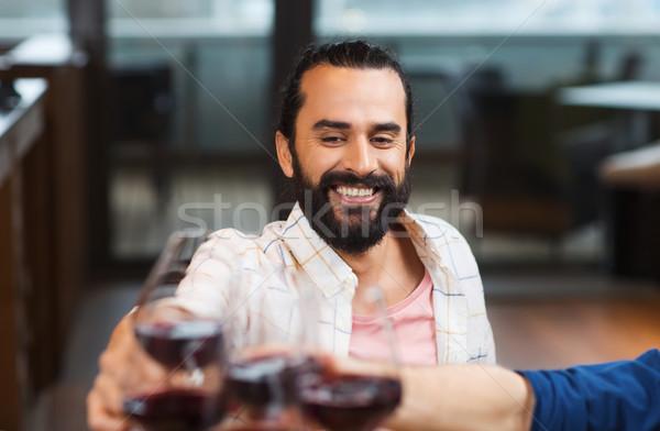 Stockfoto: Gelukkig · man · glas · wijn · restaurant · recreatie