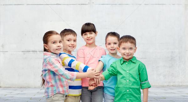 Glücklich wenig Kinder Hand in Hand Straße Kindheit Stock foto © dolgachov