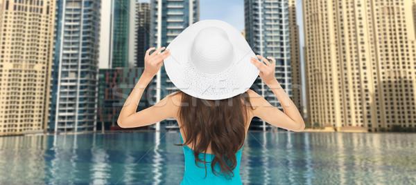 Donna indietro Dubai città piscina Foto d'archivio © dolgachov