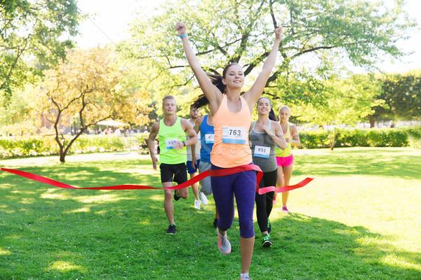 ストックフォト: 幸せ · 小さな · 女性 · ランナー · 受賞 · レース