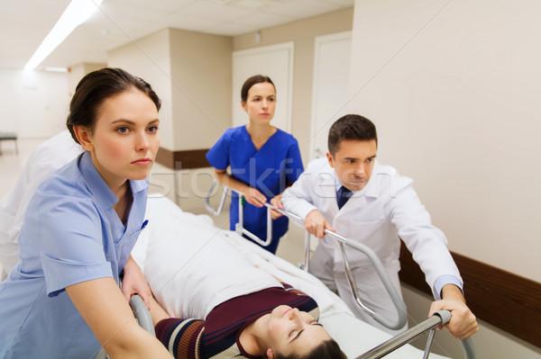 Nő kórház vészhelyzet hivatás emberek egészségügy Stock fotó © dolgachov