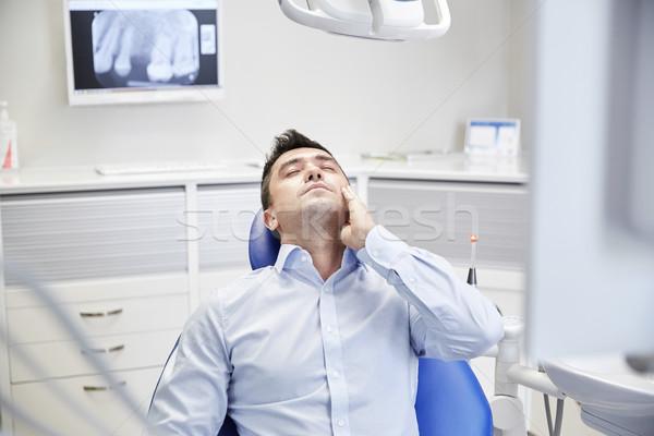Férfi fogfájás ül fogászati szék emberek Stock fotó © dolgachov