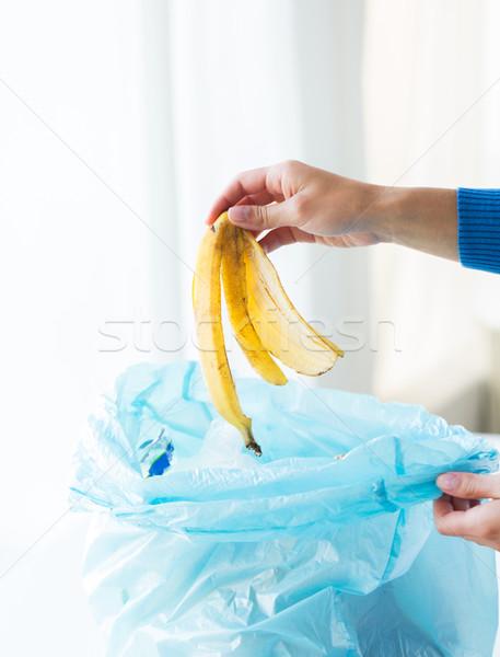 Hand voedsel afval onzin zak Stockfoto © dolgachov