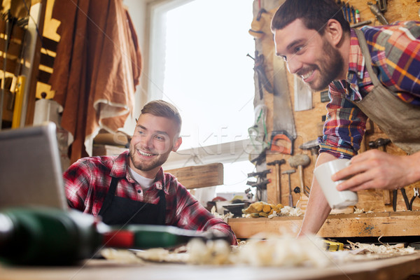 Iki gülen dizüstü bilgisayar atölye meslek marangozluk Stok fotoğraf © dolgachov