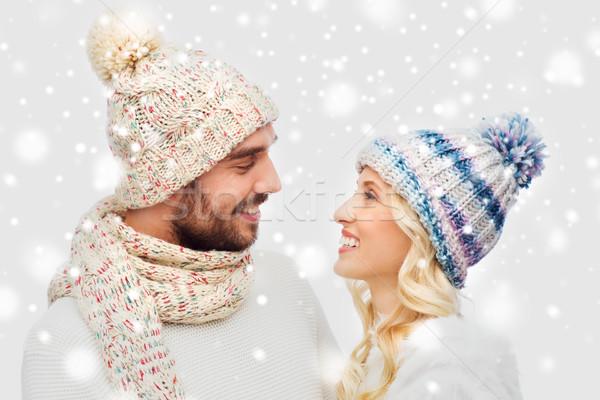 Glimlachend paar winter kleding sneeuw Stockfoto © dolgachov