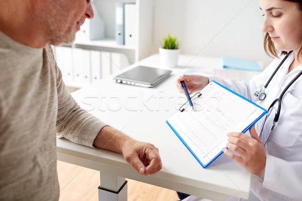 Idős férfi orvos kardiogram kórház gyógyszer Stock fotó © dolgachov