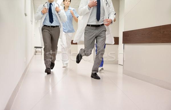 Lekarzy uruchomiony szpitala opieki zdrowotnej ludzi Zdjęcia stock © dolgachov