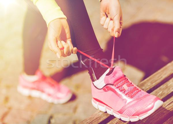 Runner vrouw trainers schoenen sport fitness Stockfoto © dolgachov