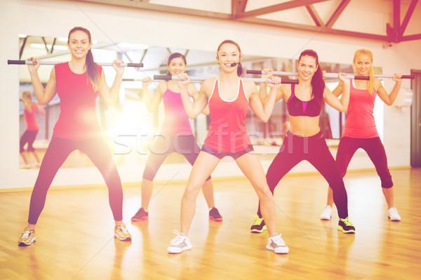 Csoport mosolyog emberek dolgoznak ki fitnessz sport Stock fotó © dolgachov