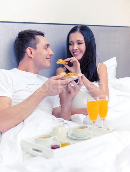 ストックフォト: 笑みを浮かべて · カップル · 朝食 · ベッド · ホテル · 旅行