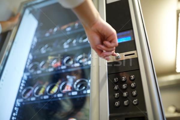 手 プッシング ボタン 自動販売機 販売 技術 ストックフォト © dolgachov
