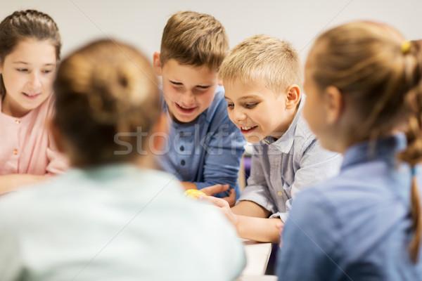 Groupe heureux enfants éducation enfants personnes Photo stock © dolgachov