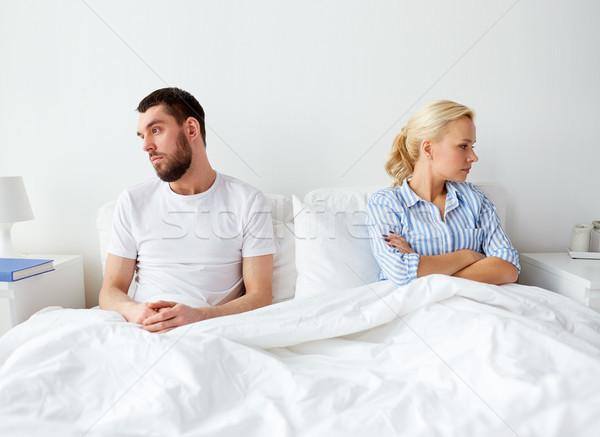Infeliz casal conflito cama casa pessoas Foto stock © dolgachov