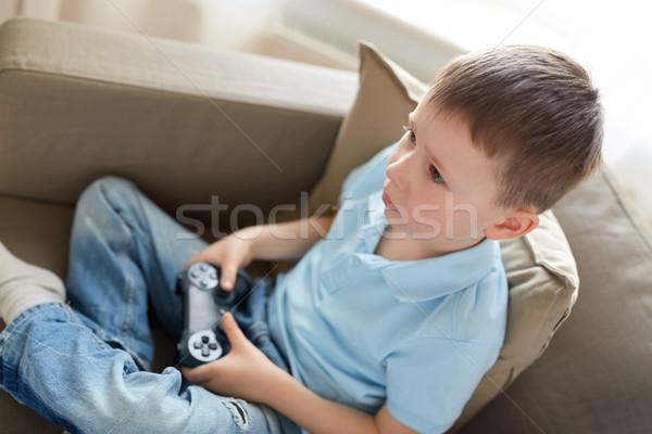 мало мальчика геймпад играет видеоигра домой Сток-фото © dolgachov