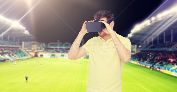 Homme réalité casque terrain de football 3D Photo stock © dolgachov