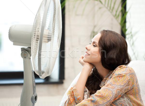 Gelukkig glimlachende vrouw vergadering ventilator foto vrouw Stockfoto © dolgachov