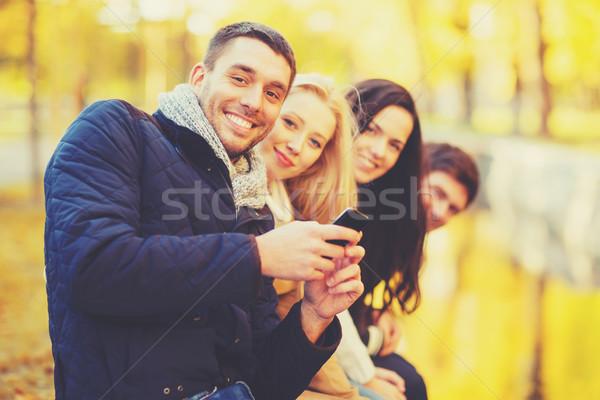 Csoport barátok szórakozás ősz park ünnepek Stock fotó © dolgachov
