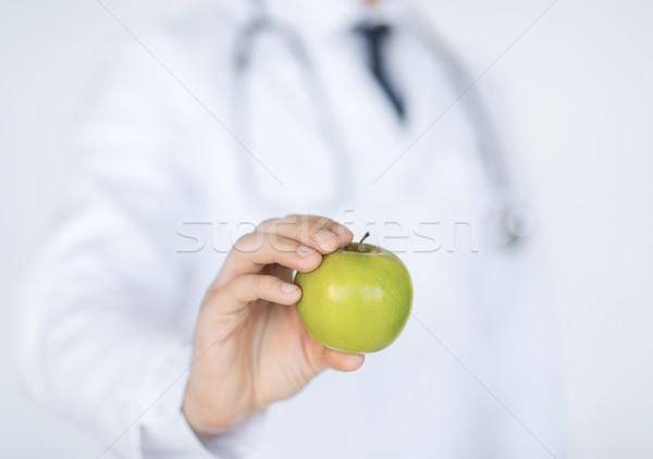 Férfi orvos zöld alma közelkép férfi orvos Stock fotó © dolgachov