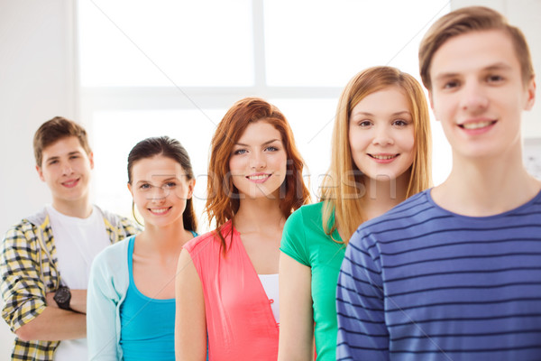 Glimlachend mannelijke student groep klasgenoten vriendschap Stockfoto © dolgachov