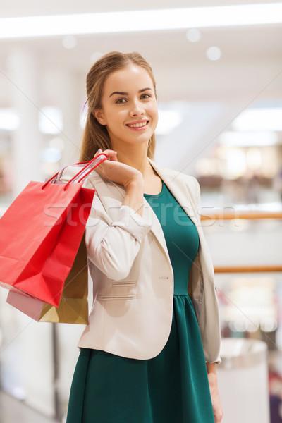 Boldog fiatal nő bevásárlótáskák bevásárlóközpont vásár fogyasztói társadalom Stock fotó © dolgachov