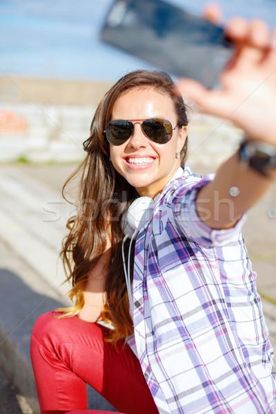 ストックフォト: 笑みを浮かべて · 代 · 画像 · スマートフォン · 休日
