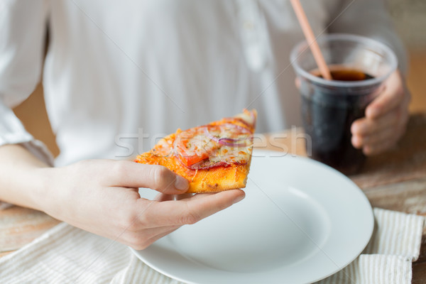 Femme pizza coca cola boire restauration rapide Photo stock © dolgachov