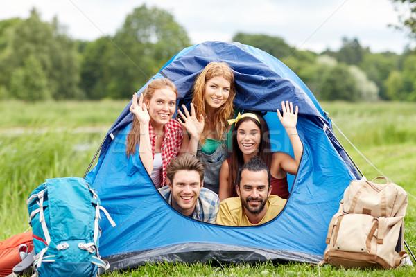 Boldog barátok sátor kempingezés utazás turizmus Stock fotó © dolgachov