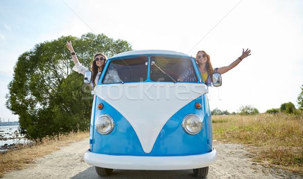 Sorridere giovani hippie donne guida Foto d'archivio © dolgachov