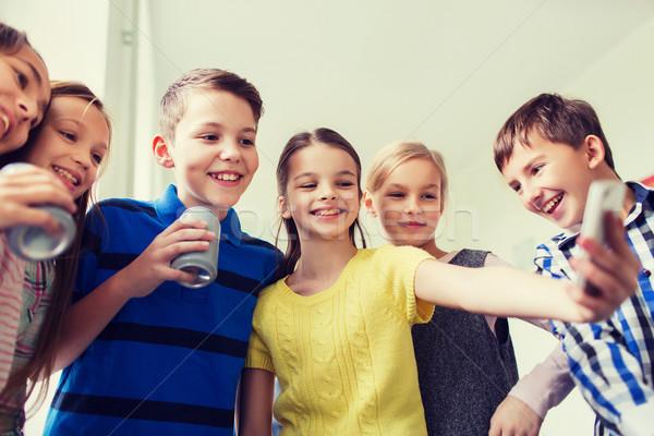 группа школы дети смартфон соды образование Сток-фото © dolgachov