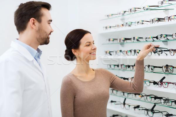 Stok fotoğraf: Kadın · gözlük · gözlükçü · optik · depolamak