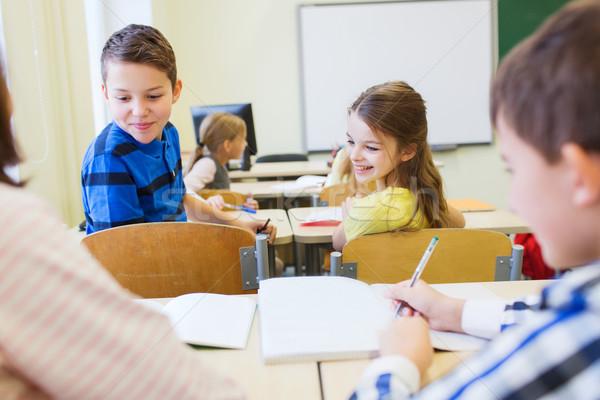 Csoport iskola gyerekek ír teszt osztályterem Stock fotó © dolgachov